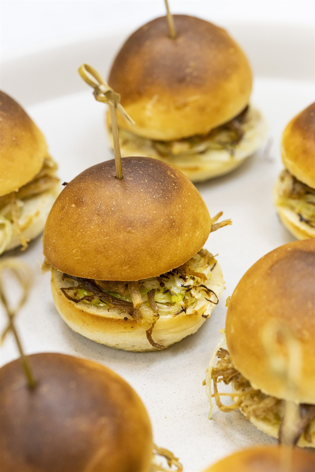 Smoked pulled pork slider, fennel & apple slaw, spicy chipotle